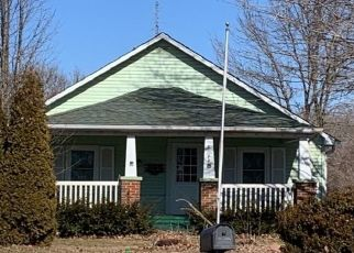 Pre Foreclosure in Lewistown 61542 E US 24 HWY - Property ID: 1501023772