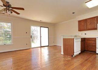 Pre Foreclosure in La Plata 20646 HUCKLEBERRY DR - Property ID: 1503044128