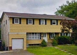 Pre Foreclosure in West Islip 11795 UDALIA CT - Property ID: 1503379635