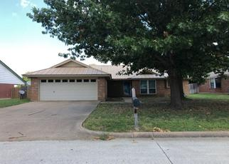 Pre Foreclosure in Mansfield 76063 CHAPEL HILL DR - Property ID: 1505864249