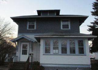 Pre Foreclosure in Waterloo 50702 PLEASANT ST - Property ID: 1510049540