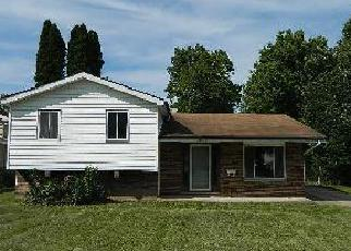 Pre Foreclosure in Olmsted Falls 44138 REDWOOD DR - Property ID: 1511123443