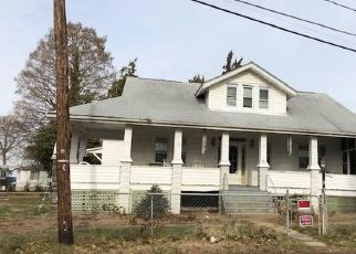 Pre Foreclosure in Essex 21221 MIDDLEBOROUGH RD - Property ID: 1511939391