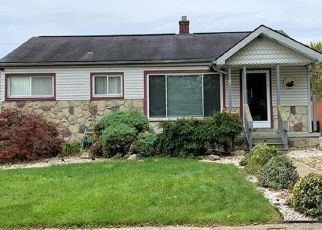 Pre Foreclosure in Westland 48186 HAZELWOOD ST - Property ID: 1512668170