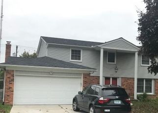 Pre Foreclosure in Southfield 48076 WOODVILLA PL - Property ID: 1514382407