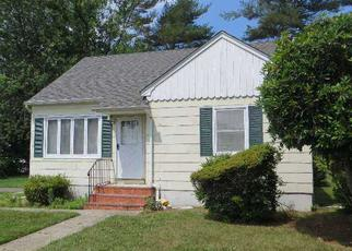 Pre Foreclosure in Bay Shore 11706 STEIN DR - Property ID: 1514662272