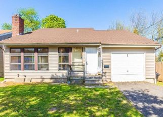 Pre Foreclosure in Melville 11747 FLANDERS AVE - Property ID: 1514684168