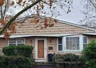 Pre Foreclosure in Islip Terrace 11752 IRISH LN - Property ID: 1514767836