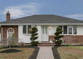 Pre Foreclosure in Levittown 11756 POPE ST - Property ID: 1514816437