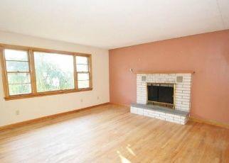 Pre Foreclosure in Waterbury 06708 GREENMOUNT TER - Property ID: 1515014406