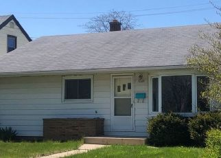 Pre Foreclosure in Milwaukee 53219 W KINNICKINNIC RIVER PKWY - Property ID: 1517363255