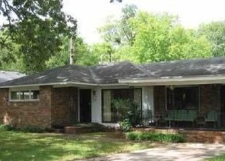 Pre Foreclosure in Chattanooga 37411 OLD MISSION RD - Property ID: 1518784937