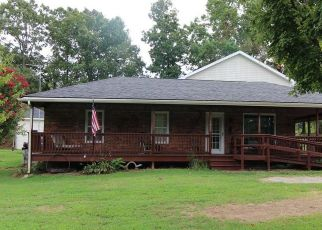 Pre Foreclosure in Dickson 37055 HOGIN RD - Property ID: 1518824791