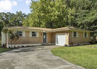 Pre Foreclosure in Jacksonville 32219 THURGOOD CIR S - Property ID: 1523913155