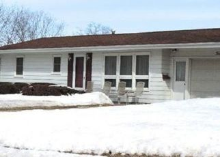 Pre Foreclosure in Clinton 52732 23RD PL - Property ID: 1523997248