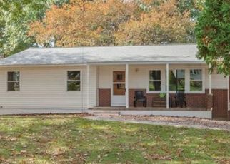 Pre Foreclosure in Danbury 06811 CRESTWOOD DR - Property ID: 1525007667