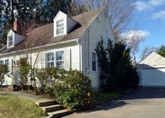 Pre Foreclosure in Newtown 06470 QUEEN ST - Property ID: 1525024296