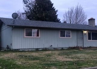 Pre Foreclosure in Grants Pass 97526 SW COTTONWOOD ST - Property ID: 1530105682