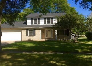 Pre Foreclosure in Southfield 48076 RAINBOW DR - Property ID: 1530584827