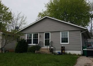 Pre Foreclosure in Round Lake 60073 BEVERLY DR - Property ID: 1532700230