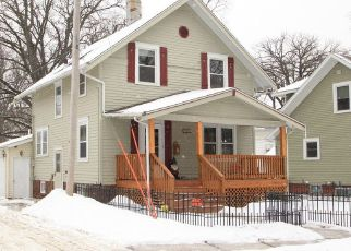 Pre Foreclosure in Cedar Rapids 52402 MAPLEWOOD DR NE - Property ID: 1533250324