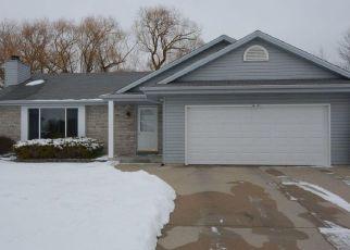Pre Foreclosure in Oak Creek 53154 E BARTON RD - Property ID: 1540062134