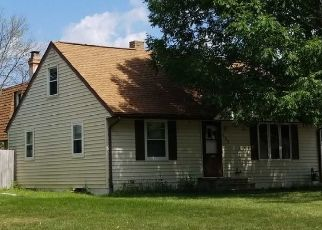 Pre Foreclosure in Green Bay 54301 E MISSION RD - Property ID: 1540137927