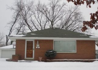 Pre Foreclosure in Milwaukee 53222 N 89TH ST - Property ID: 1540179970