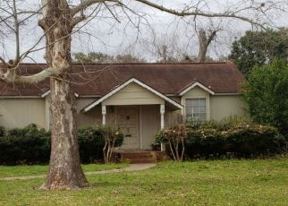Pre Foreclosure in Wharton 77488 PECAN ST - Property ID: 1541555637