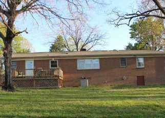Pre Foreclosure in Shelby 28150 HILLTOP DR - Property ID: 1544608311