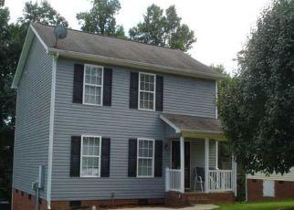 Pre Foreclosure in Greensboro 27401 MOUNTAIN RDG - Property ID: 1544717816