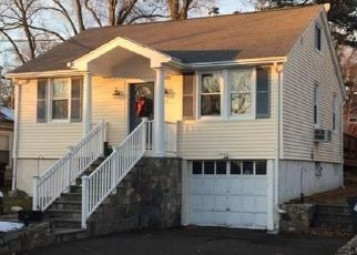 Pre Foreclosure in Stamford 06905 HIRSCH RD - Property ID: 1545008625
