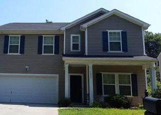 Pre Foreclosure in Charlotte 28213 LAUREN VILLAGE DR - Property ID: 1546145154