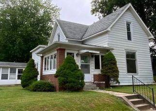 Pre Foreclosure in Veedersburg 47987 N WALNUT ST - Property ID: 1547862455