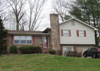 Pre Foreclosure in Kingsport 37663 LONEWOOD DR - Property ID: 1552991123