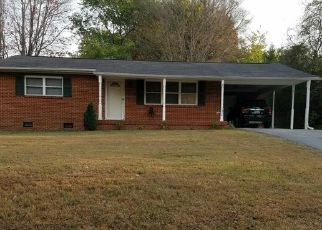 Pre Foreclosure in Knoxville 37918 HOWARD DR - Property ID: 1553028357
