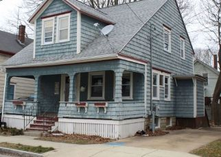 Pre Foreclosure in New Bedford 02740 HILLMAN ST - Property ID: 1553718610