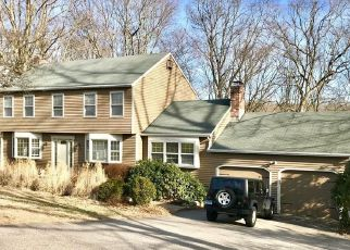 Pre Foreclosure in Norwich 06360 ROYAL OAKS DR - Property ID: 1553757141