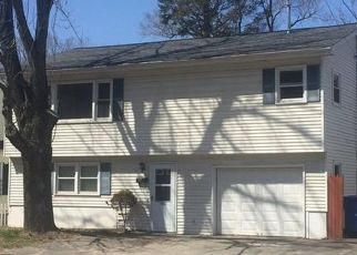 Pre Foreclosure in Waterbury 06705 FROST RD - Property ID: 1555392998