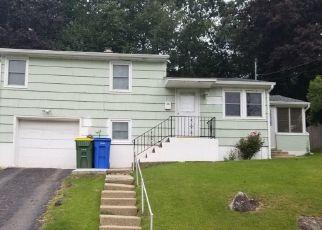 Pre Foreclosure in Waterbury 06706 LONGMEADOW DR - Property ID: 1555394291