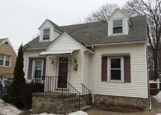 Pre Foreclosure in Waterbury 06704 WALL ST - Property ID: 1555397361