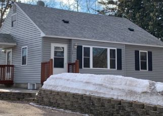 Pre Foreclosure in Circle Pines 55014 CENTER RD - Property ID: 1556017988