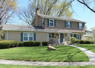 Pre Foreclosure in Palatine 60074 N HEDGEWOOD DR - Property ID: 1556943410