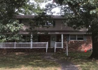 Pre Foreclosure in Staunton 62088 BUNKER HILL RD - Property ID: 1558045799