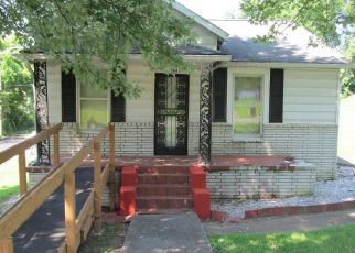 Pre Foreclosure in Knoxville 37921 GAP RD - Property ID: 1561548266