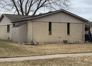 Pre Foreclosure in Clinton Township 48038 WALDORF DR - Property ID: 1564114357