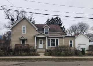 Pre Foreclosure in Grand Rapids 49504 TURNER AVE NW - Property ID: 1564120942