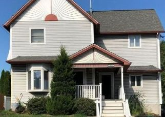 Pre Foreclosure in Pittston 18640 S MAIN ST - Property ID: 1564356563