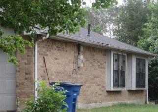 Pre Foreclosure in Dallas 75227 HOLLOW RIDGE RD - Property ID: 1565990641