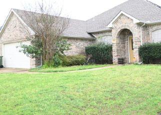 Pre Foreclosure in Arlington 76001 ELBE DR - Property ID: 1567876106